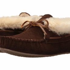 Minnetonka Chrissy Bootie (Chocolate Suede) Women's Slippers